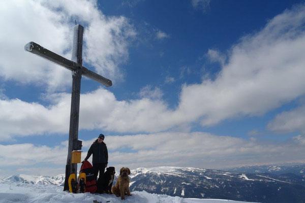 Vreni, Nepomuk und ich am Gipfelkreuz der Frauenalpe