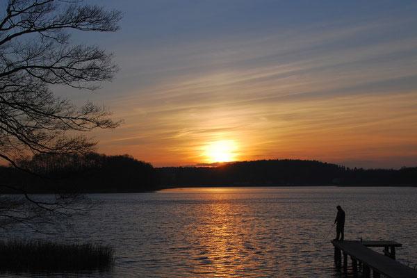 Angeln im Sonnenuntergang - etwa 5 Fahrradminuten vom Herrenahus