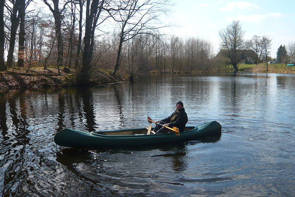 Bootstour auf einem See hinter dem Haus