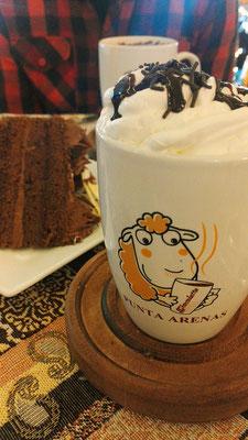 Heiße Schoki + Schokikuchen in Punta Arenas