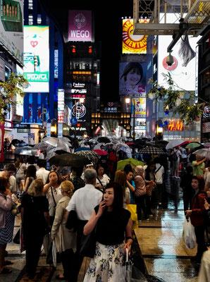 Osaka bei Nacht - Reklametafeln überall