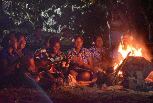 Lagerfeuer und Gesang