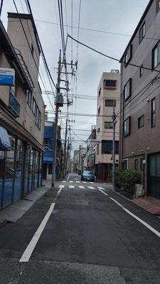 Nichts los vorm Hostel in Tokyo