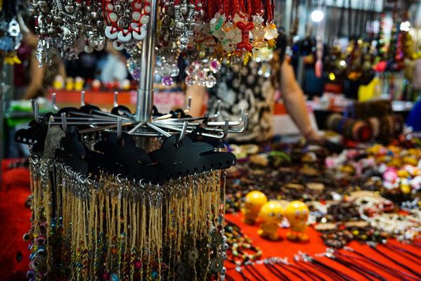 Klimbim auf dem Nachtmarkt