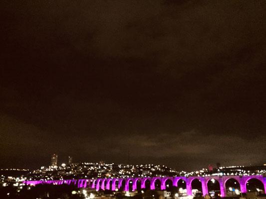 Aquädukt in lila