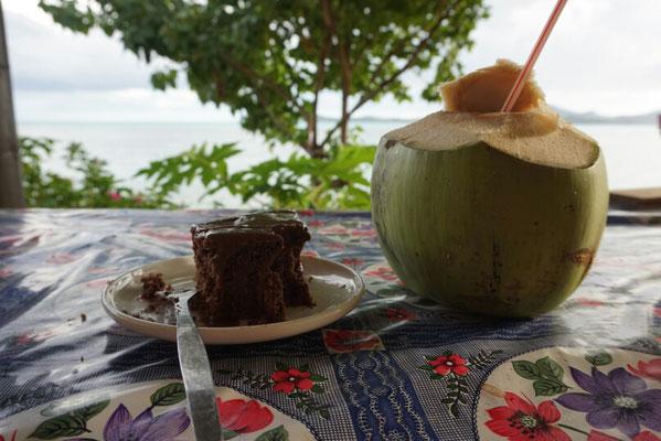 Schokokuchen und Kokosnusswasser ...