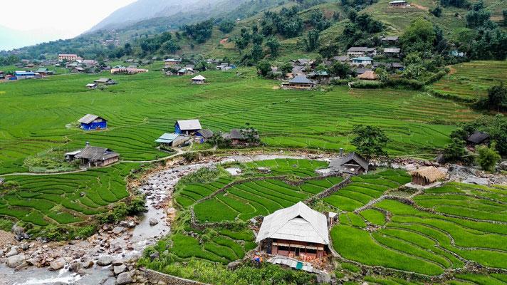 Wanderung durch die Reisfelder und durch Dörfer von ethnischen Minderheiten