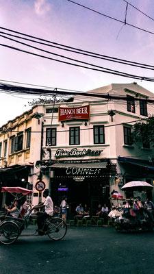 Hanoi. Jede Stadt hat ihr eigenes Bier. Marios Lieblingsbier war aber das Saigon-Bier.