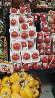 So viel zur Plastikverschwendung... jedes Gemüse einzeln verpacken.... :-(