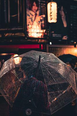 Vanessa nur mit Schirm... abgelichtet von Mario