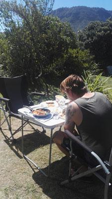 Frühstück vorm Camper