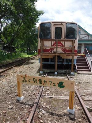 森の列車カフェ