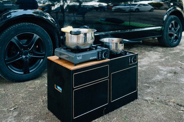 Kochen mit zwei Gaskartuschenkochern auf unseren Modulen