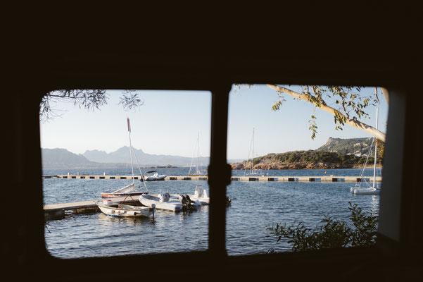 So kann der Tag beginnen: Herrlicher Ausblick aus dem Bus direkt aufs Meer