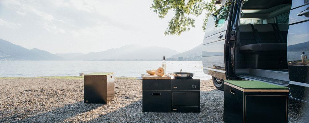 Campingmodule zum kochen vor dem Bus