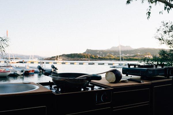 """Kochen direkt am Meer auf dem Campingplatz """"Centro Vacanze Isuledda""""  an der Costa Smeralda  - der Smaragdküste"""