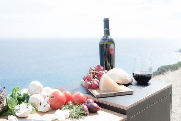 Typisch Sardisch: Pecorino (Ziegenkäse) und kräftiger Rotwein