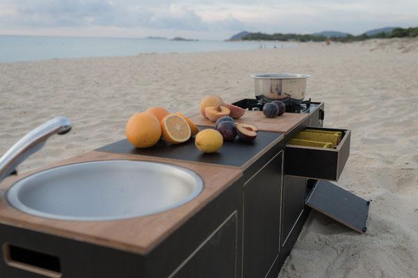 Modulare Küche am Strand mit Quick Clack PRO Topf