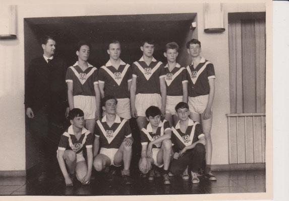 Eberhard Schindhelm mit seiner Mannschaft in der Schweriner Kongresshalle