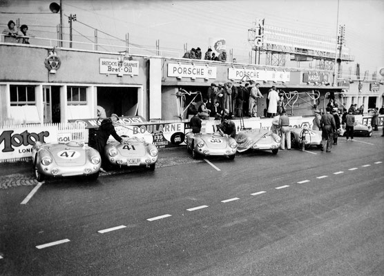 Boxengasse in Le Mans 1954