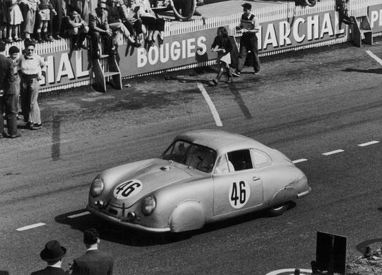 Le Mans 23./24.06.1951: Auguste Veuillet und Edmond Mouche erreichen mit dem Porsche 356 SL 1100 bei dem ersten Einsatz eines Porsche in Le Mans den Sieg in der Klasse bis 1100 ccm