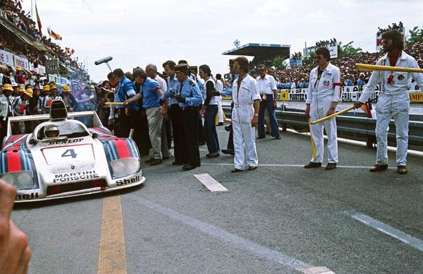 12.06.1977 - 24 Stunden von Le Mans: Jürgen Barth, Hurley Haywood und Jacky Ickx auf einem 936/77 (Nr. 4), 1. Pl. Ges.Kl.