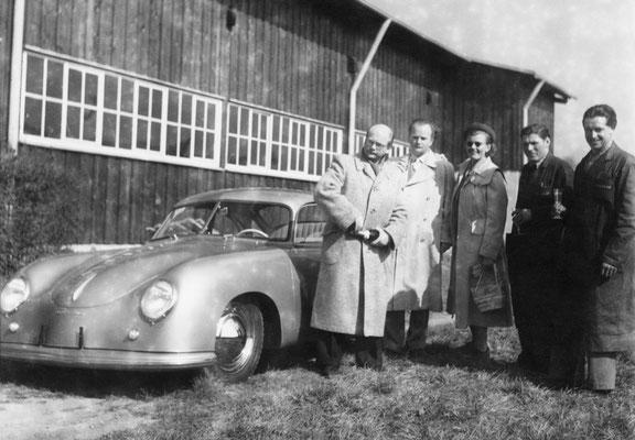 Vor sieben Jahrzehnten, am 26. Mai 1950, fand die erste Neuwagenabholung bei Porsche in Zuffenhausen statt.