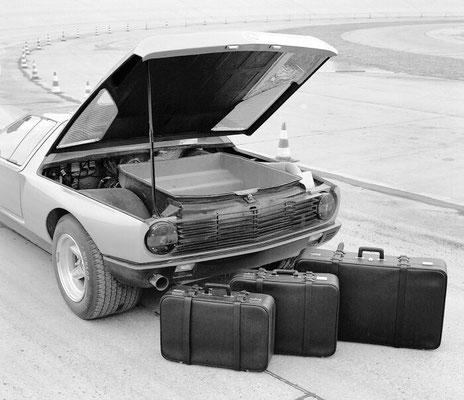 Mercedes-Benz Experimentalfahrzeug C 111-II. Der Kofferraum im Heck fasst einen großen und zwei kleine Koffer des Mercedes-Benz Koffersatzes