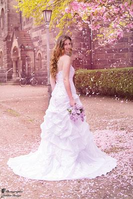 Die Braut auf dem Weg zur Kirche