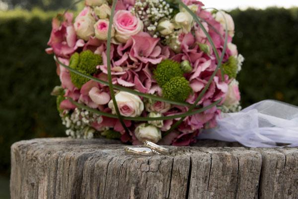 Der Brautsrauß und die Eheringe