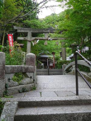 Zugang zu einem der zahlreichen Shinto-Schreine