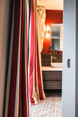 Badezimmer-Vorhänge gestreift