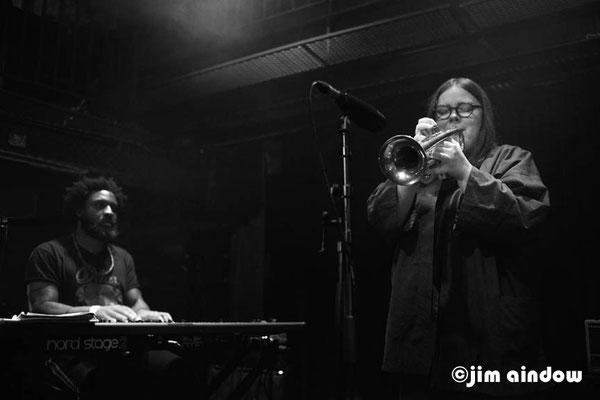 Fren N'Thepe on keys & Emma-Jean Thackray with Neue Grafik Ensemble