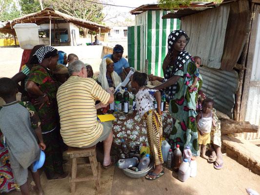 Des échanges avec les villageois