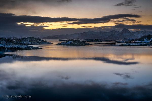 Sonnenaufgang am Fjord in Ringstad