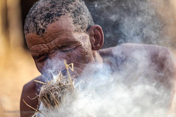 Feuermachen auf traditionelle Art