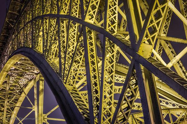 Ponte Dom Luís I im Scheinwerferlicht