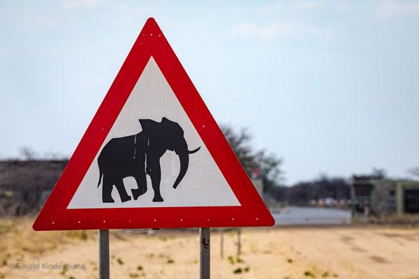 gängiges Verkehrszeichen in Namibia