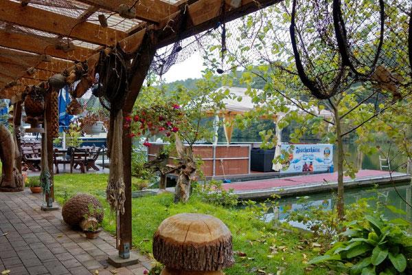 Der Abstecher bis Flecken Zechlin bietet viel Natur und ganz am Ende eine schöne Gastwirtschaft mit schön gestaltetem Biergarten
