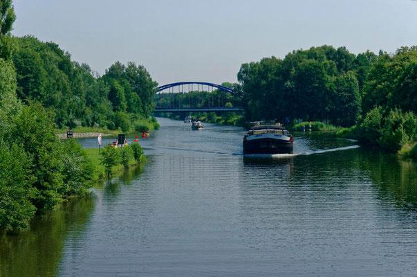 Links die Ausfahrt aus dem Langen Trödel, rechts die Einfahrt in den Finowkanal.