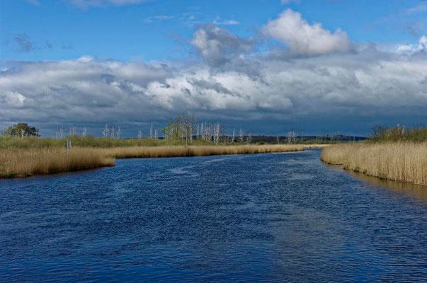Der Fluss ist im Gegensatz zu sonstigen Kanälen sehr breit