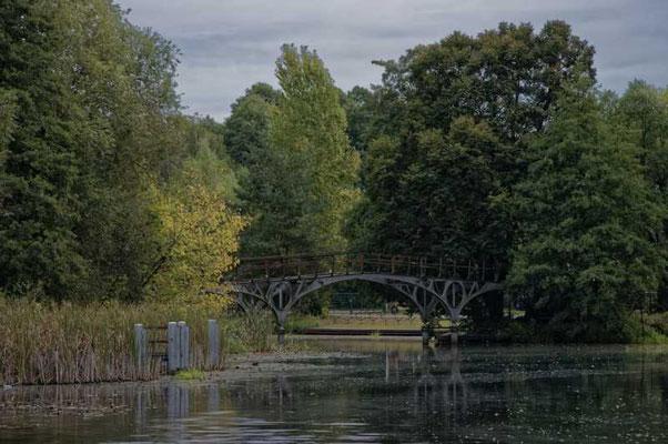 Die geschichtsträchtige Teufelsbrücke am Messingwerkhafen