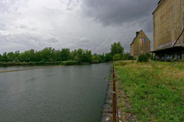 Am Ende des Hafenbeckens in Lindenau fehlt noch die Verbindung unter der Straße bis zum Kanal.
