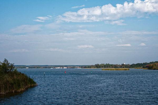 Der Zirker See ist der Haussee von Neustrelitz, sehr flach, aber gut betonnt