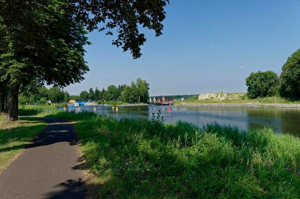 Die Ausfahrt der Schleuse mündet in die Havel-Oder-Wasserstraße.