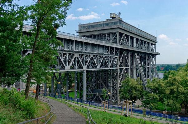Das Schiffhebewerk Niederfinow. Seit Inbetriebnahme 1934 nur 71 Tage Stillstand.