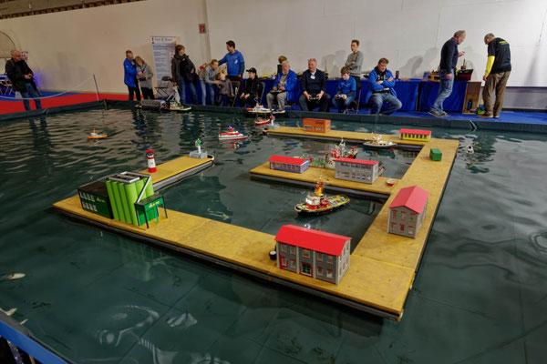 Das Becken der Modellboote fand besonders bei den jungen Besuchern Anklang