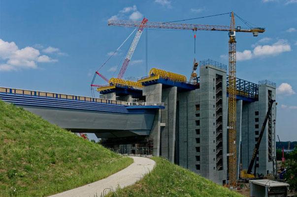Der Trog des neuen Hebewerkes wird 115 m lang, 12,5 m breit und 4 m tief sein.