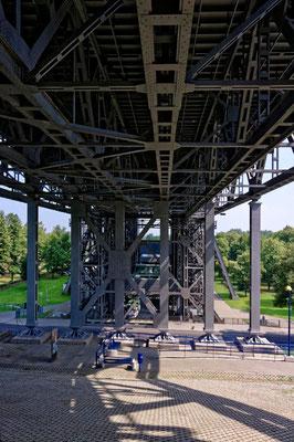 Unter der Kanalbrücke zum Hebewerk