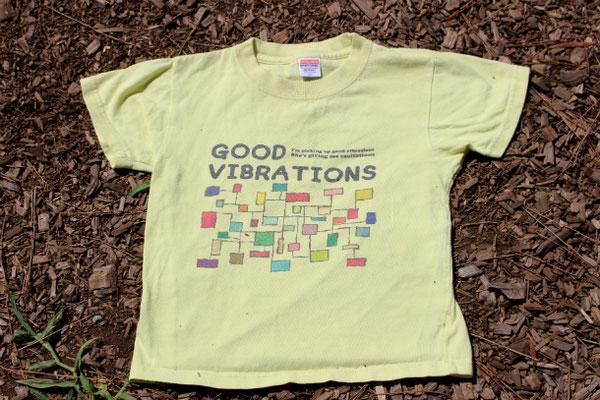 会社員時代、会議中の落書きが元ネタ。キッズ用のTシャツも